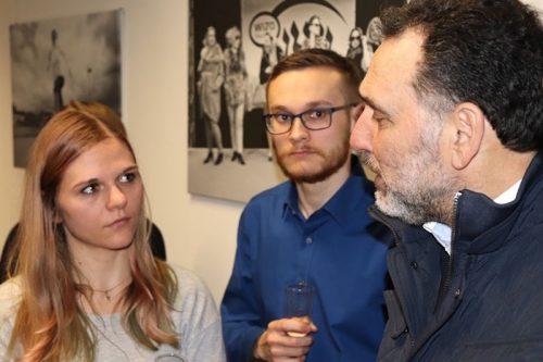 Rafael Herlich im Gespräch mit Schülern